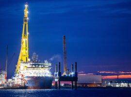 Способное достроить Nord Stream 2 судно направилось к складу с трубами